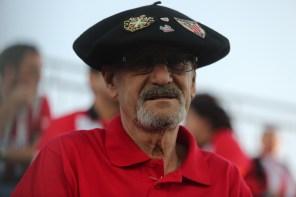 Un aficionado en el campo municipal del Formentera. Foto: Toni Escobar