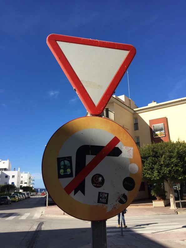 El PP de Sant Antoni denuncia el mal estado de las señales de tráfico del municipio. Foto PP Sant Antoni