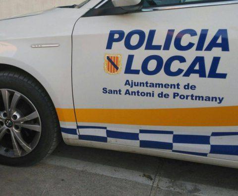 Un coche de la Policía Local de Sant Antoni.