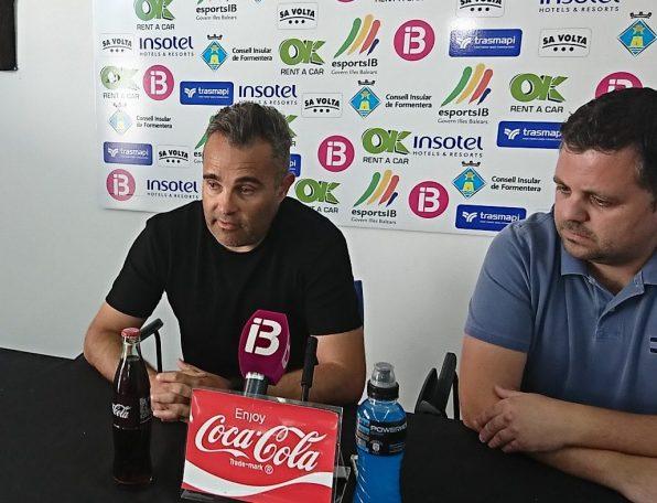 Juan Arsenal anuncia que deja de ser entrenador del Formentera. Foto. SD Formentera