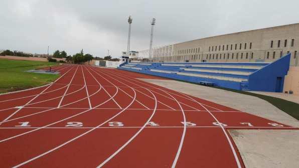 Nuevo tartán de la pista de atletismo de Can Misses. Foto Club Atletismo Ibiza