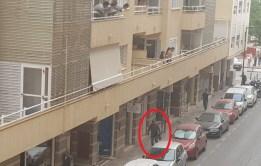 Imagen del ladrón con el arma