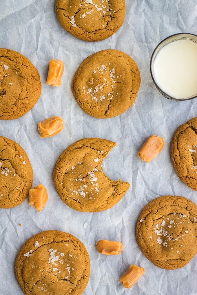 Caramel-stuffed molasses cookies | Soft, chewy molasses cookies loaded with chewy caramel. Irresistible! #fallbaking #molassescookies