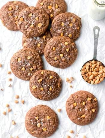 A scattered arrangement of toffee butterscotch brownie cookies.