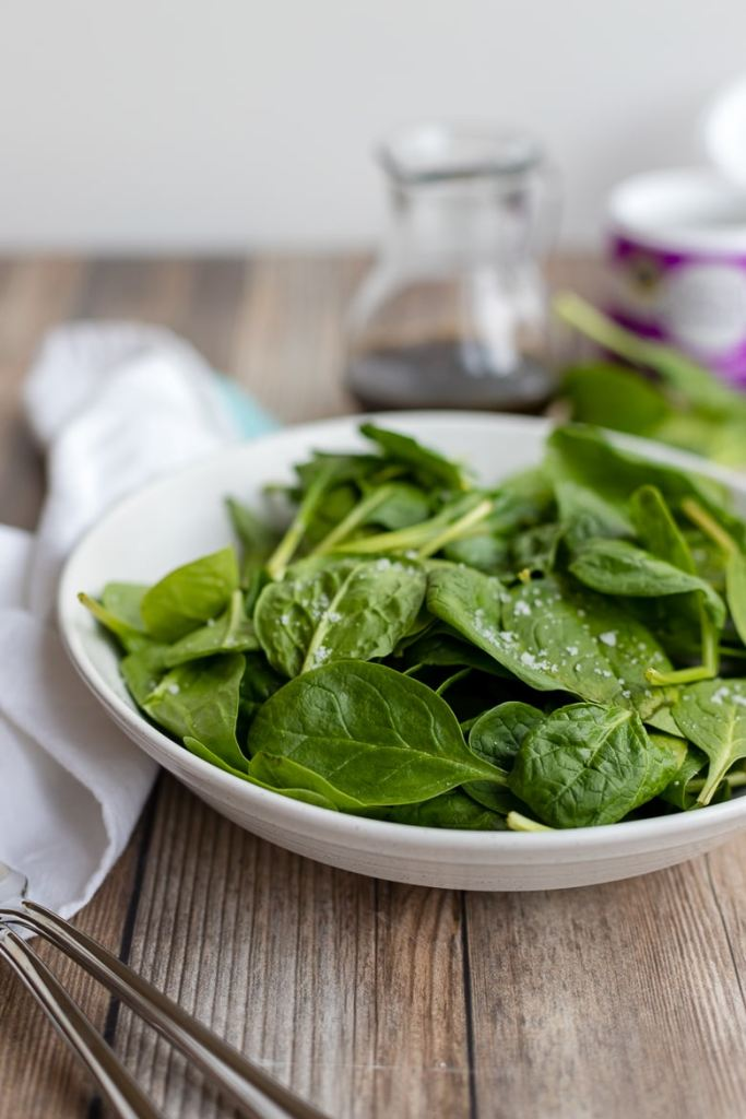 Baby spinach leaves washed and sprinkled with coarse sea salt.