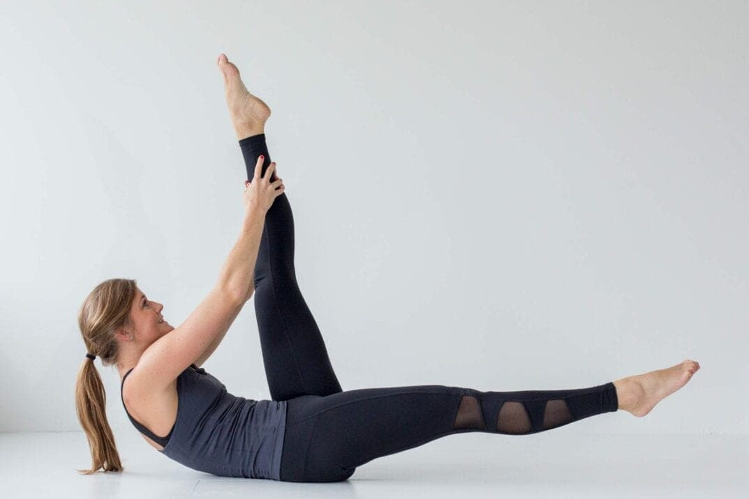 best barre exercises for flat abs {barre 100 ab series}