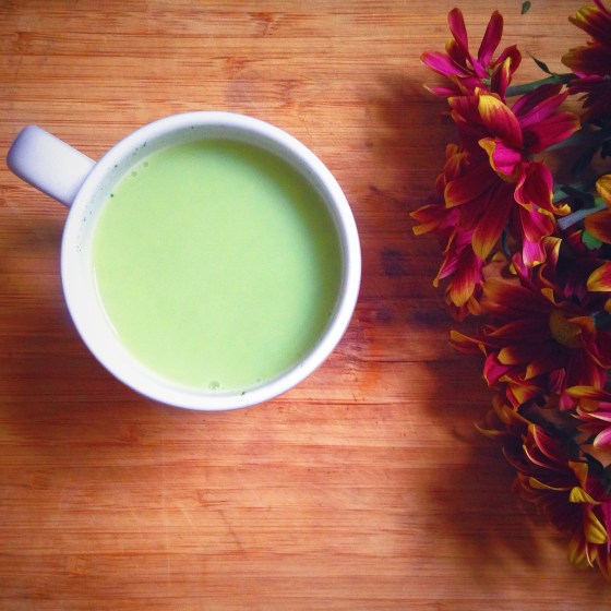 Matcha benefits and how to make a matcha green tea latte