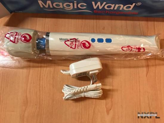 Test du Magic Wand Rechargeable, le vibromasseur ultra puissant portatif - NXPL