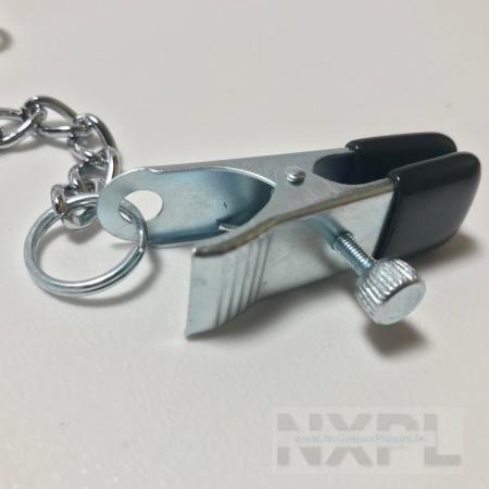 Test des pinces à seins larges et réglables avec chaînette de Dèmonia - NXPL