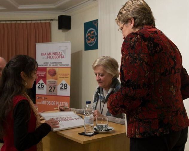 Dia Mundial Filosofia Victoria Camps firmas