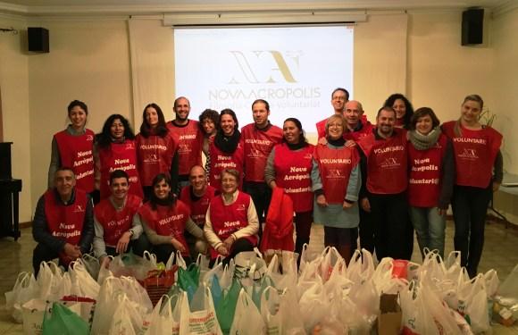 Campanya de Nadal i Reis: repartiment de menjar als carrers de Barcelona