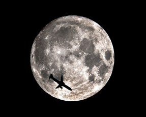 supermoon_2016_w_airplane-90b4ec036908cbcd1431a39802cd630fdff22a17