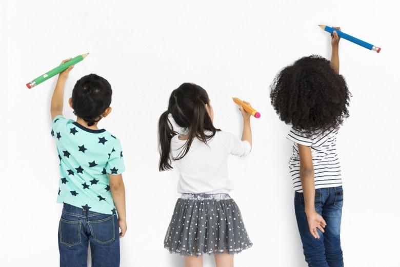Dzieci uczące się poprzez zabawę