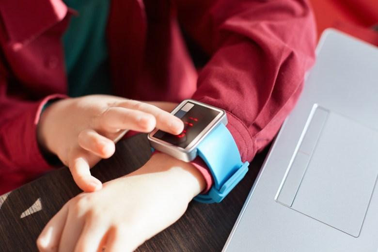 smartwatch - prezent na komunie dla dziecka