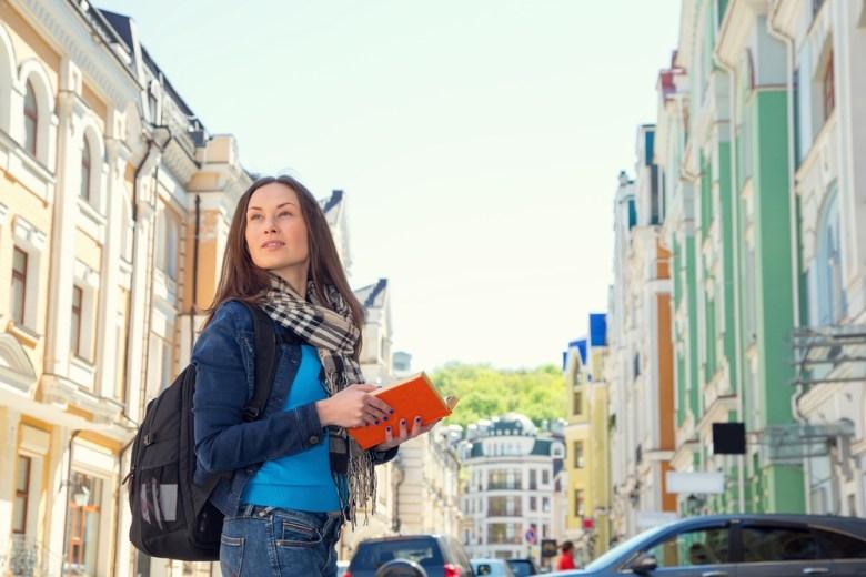 Kobieta na wycieczce zagranicznej