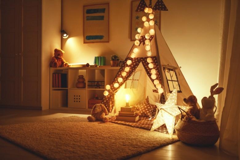 namiot w pokoju dziewczynki