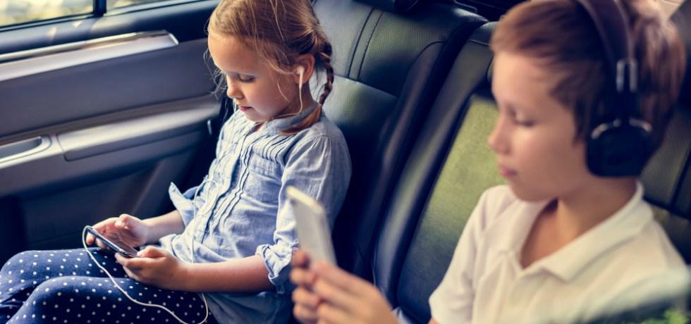 słuchanie audiobooków w samochodzie