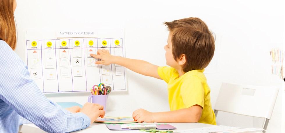 dziecko z kalendarzem