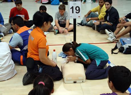 Los escolares han aprendido nociones de primeros auxilios. Foto: Alejandro Felices.