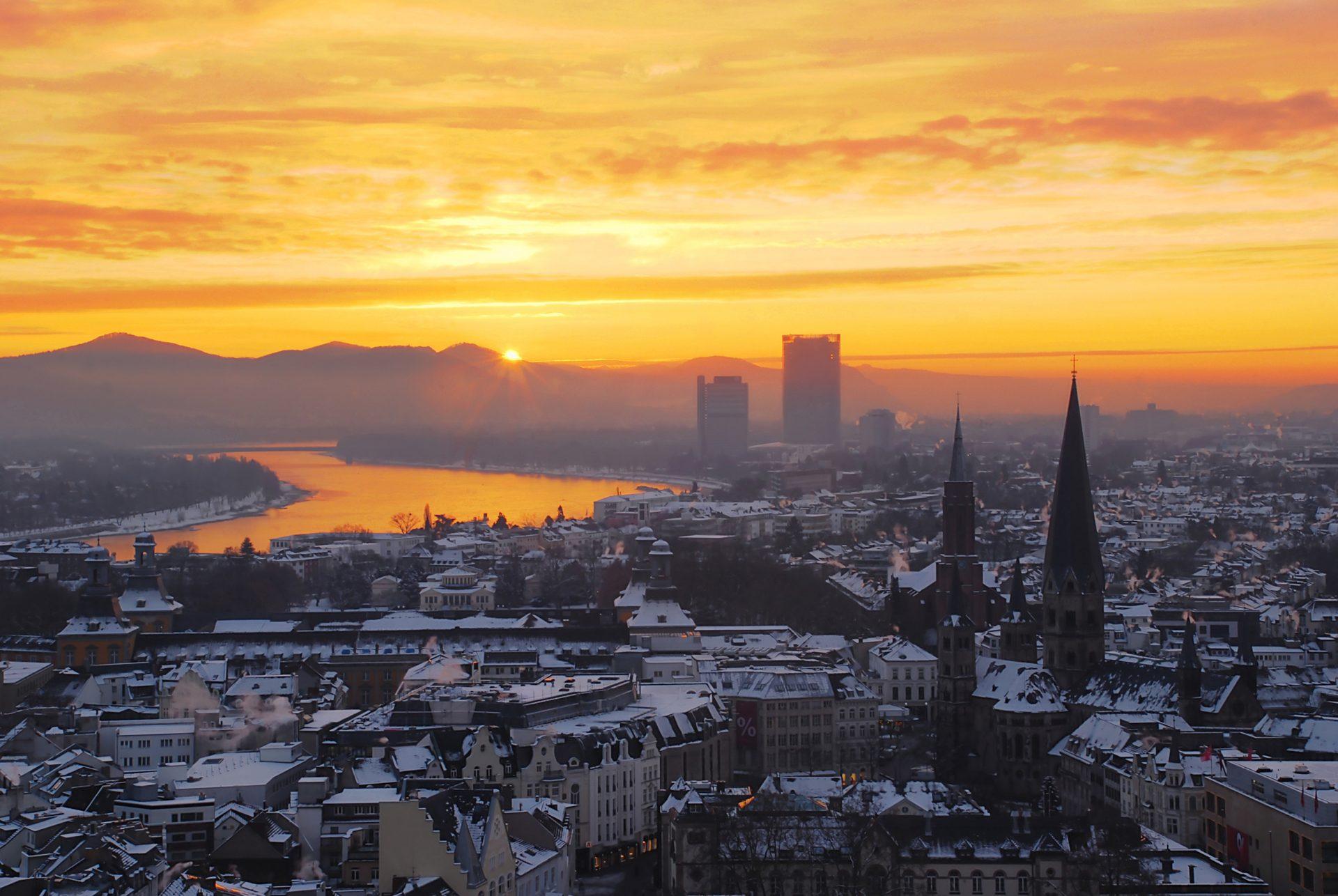 Zepper-sunrise-over-the-niveous-city-of-bonn-e1516028293949