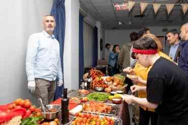 Gala-gastronomia-solidaria-novaterra-cena-sentidos-tomates