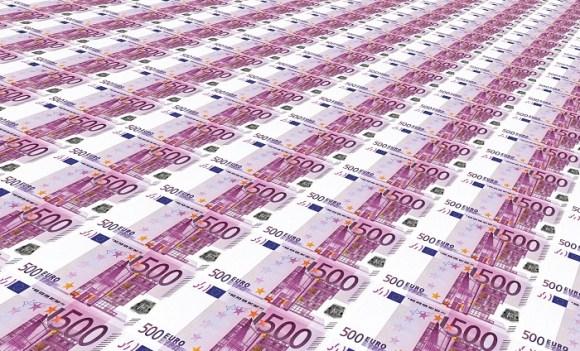 1000 euros par mois pendant un an : le revenu de base, financé par du crowdfunding, arrive en France