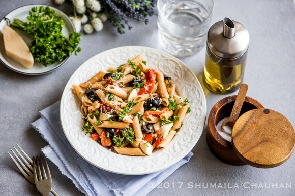 Roasted bell pepper and black olive pasta salad