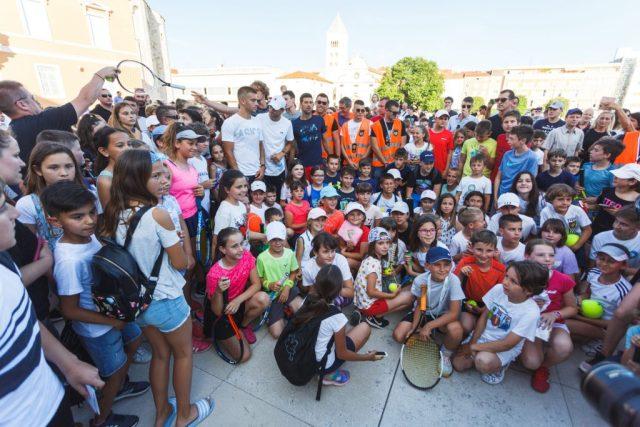 Zadarski stožer poziva sve koji su bili u kontaktu sa zaraženim tenisačem. U Zadru je bio i Plenković 1
