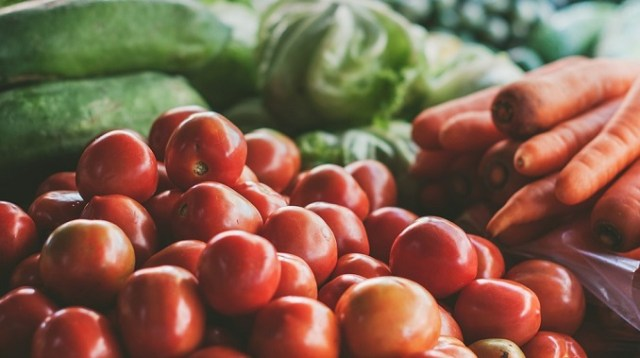 Srpska pijaca: Albanski paradajz, španska salata, kirgistanski pasulj, beli luk iz Kine...
