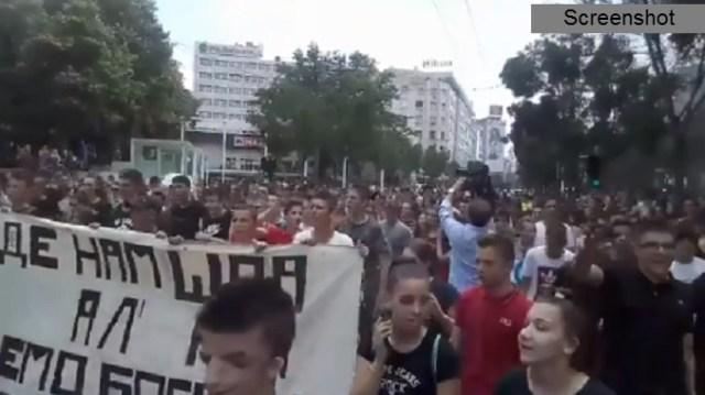 Ogromne gužve zbog protesta malih maturanata, preusmerene linije GSP-a (VIDEO/FOTO)