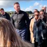 Pogrebnici su počeli da spuštaju sanduk, iz rake se začulo dozivanje i lupanje o kovčeg (VIDEO)