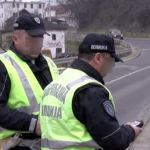 Alkoholisani vozač pod zabranom udario kolima saobraćajnog policajca u Topoli