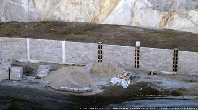 """U Boru niče """"kineski zid""""! Kompanija Zijin Copper pravi betosnki zid dužine 4 kilometra da bi sprečili krađu bakra"""
