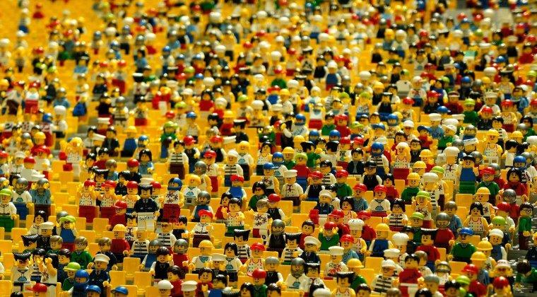comunidad y entorno en forma de legos