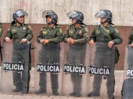 Policja podczas podróży do Bogoty pilnująca porządku z okazji Dnia Pracy