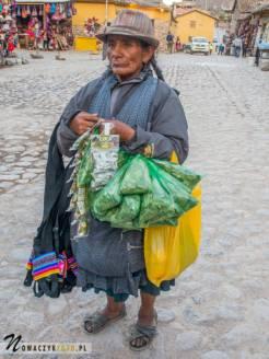 Kobieta sprzedaje liście koki