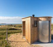 nowato - Trockentoilette Kazuba KL2 barrierefrei mit separatem Urinal - Strand von Kerouriec in Erdeven