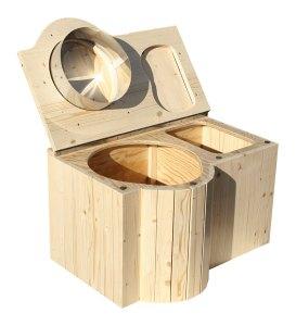 """Komposttoilette """"Der Schmetterling"""" · aus Fichte, lackiert · Sitz links · Foto: offen"""