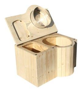 """Komposttoilette """"Der Schmetterling"""" · aus Fichte, lackiert · Sitz rechts. Foto: offen"""