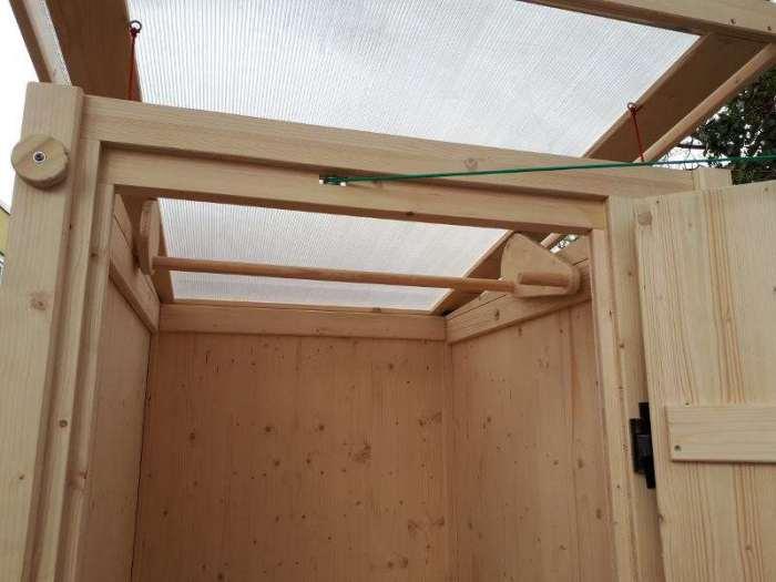 Komposttoilette 'Wiese' aus Fichte · Detail vom Dach