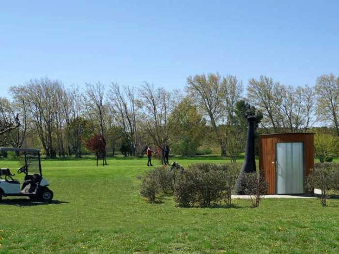 Kazuba KL2 barrierefrei - Trockentoilette auf einem Golfplatz