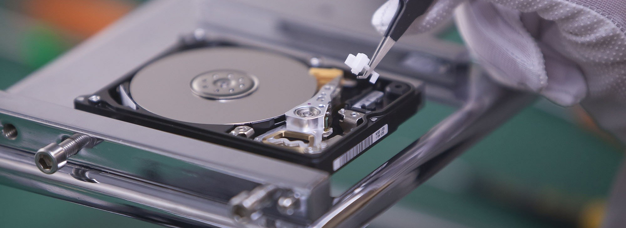Class 100 Clean Room Lab Data Recovery