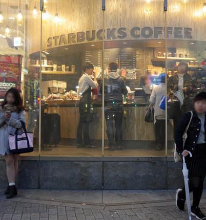 150346341649190 - 花8萬買下「巨無霸星巴克杯」,他滿懷期待捧著它去買咖啡,沒想到「店員竟然直接跟他說...」