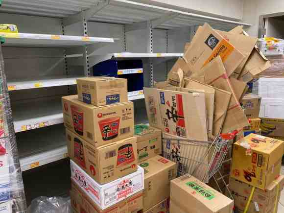 Empty store shelves in Hong Kong due to 2019-nCoV