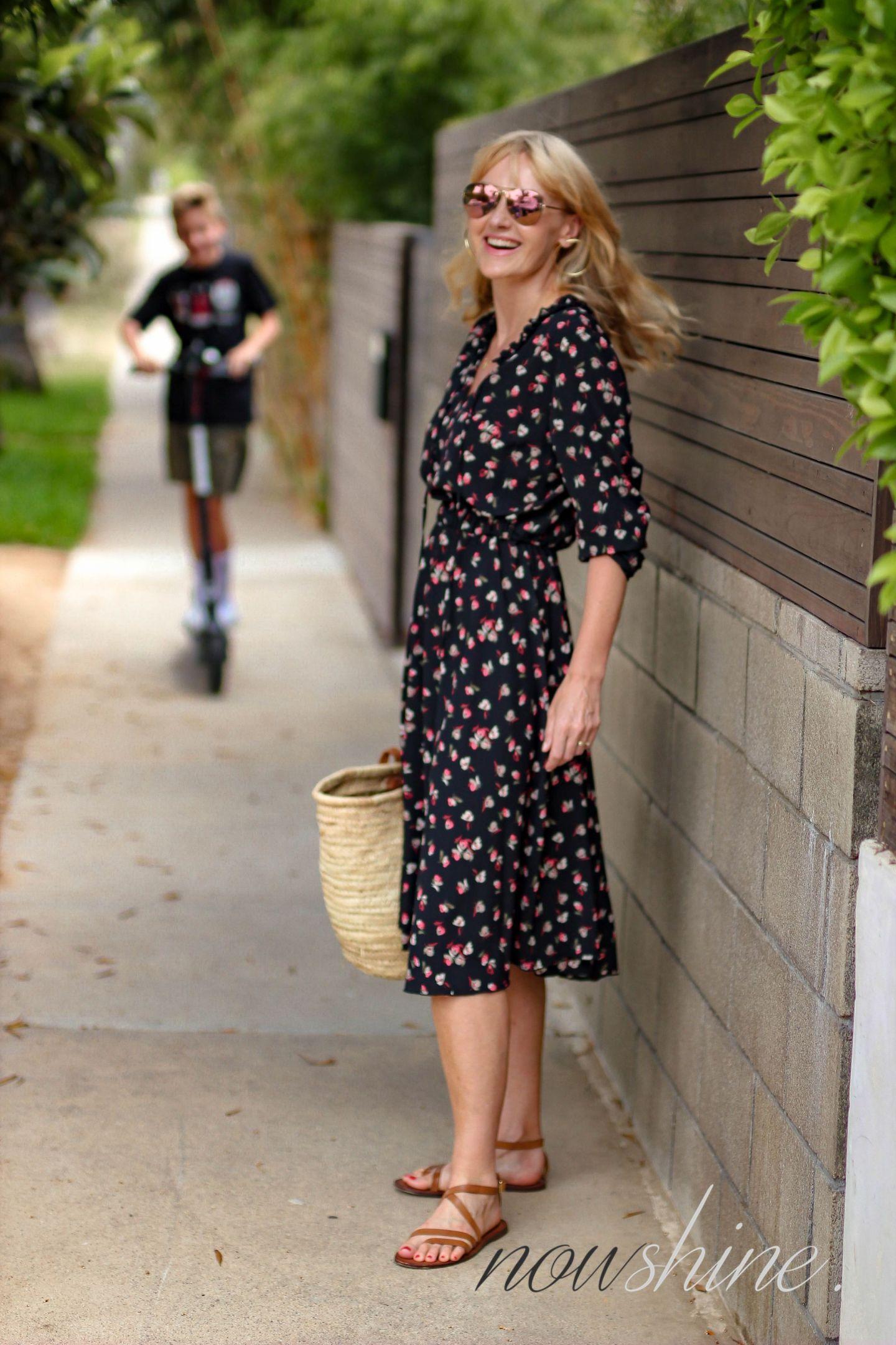 Aus dem WENZ Katalog - Kleid mit Blumen in Venice, Los Angeles, Kalifornien - Bird Scooter - Nowshine ü 40 Reiseblog