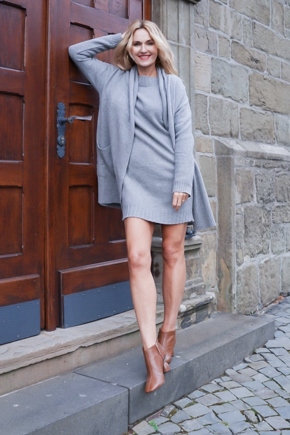 Kaschmir Kleid und Strickjacke in Grau
