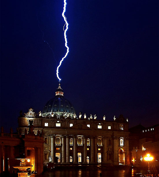 vatican-hit-by-lighting-as-pope-says-he-is-stepping-down