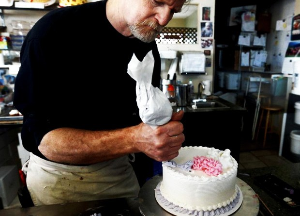 lakewood-colorado-baker-jack-phillips-must-make-gay-wedding-cakes-judge-rules-lgbt-mafia-queers