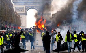 macron-must-resign-yellow-vest-protests-paris-france
