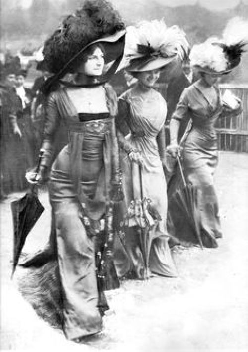 Dressing like a 1908 woman was not a matter of just throwing something on.
